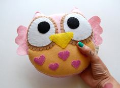 my owl obsession...wonder if i can make them bigger as big cushions for the kids to sit on???