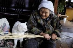 Miyoko Ihara has been taking photographs of her grandmother, Misao and her beloved cat Fukumaru since their relationship began in 2003. Their closeness has been captured through a series of lovely photographs. 11-30-12 / Miyoko Ihara