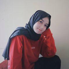 Hijaber my: Hijaber Cantik Manis Single Selebgram Beautiful Hijab Girl, Beautiful Models, Casual Hijab Outfit, Hijab Chic, Bogor, Jakarta, Hijab Fashion Inspiration, Arab Girls, Outfit Look