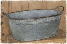 Grote brocante ovale zinken bak (teil) met handvatten en bloemenrand. #zinkenteil #zinkenbak #brocanteteil #teil  @janenjuup