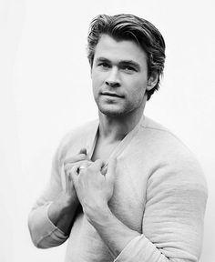 "Chris Hemsworth - even hotter in ""Thor"""