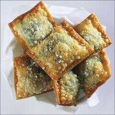 Dans un saladier, mélanger la farine, l'huile d'olive, l'œuf entier et la fleur de sel. Ajouter progressivement l'eau et travailler…