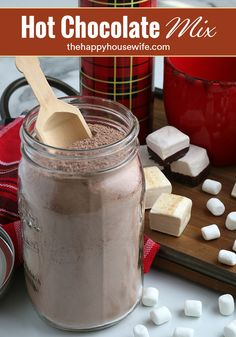 Are you looking for an easy homemade gift to give during the holidays? How about some hot chocolate mix? Everyone LOVES hot chocolate during the holidays. Christmas Drinks, Holiday Drinks, Christmas Parties, Christmas Crafts, Fun Cocktails, Cocktail Recipes, 16 Oz Mason Jars, Easy Homemade Gifts, Homemade Marshmallows