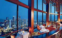 Dining with a breathtaking view in Singapore: Equinox Restaurant in the Swisshotel The Stamford. Amazing views form the floor. Rooftop Restaurant, Rooftop Bar, Restaurant Layout, Restaurant Interiors, Top Hotels, Hotels And Resorts, Marina Bay, Book Cheap Hotels, Last Minute Hotel Deals