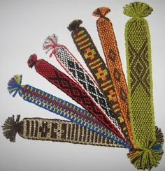 Marcadores de libros Inkle Weaving, Inkle Loom, Hand Weaving, Weaving Patterns, Textiles, Small Gifts, Cactus Plants, Wall Design, Wall Tapestry