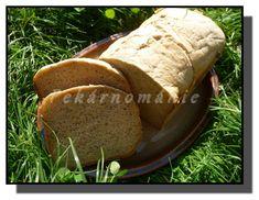"""Opět tři chleby z pekárničky. První je """"rychlochleba"""" - umíchaný, vykynutý a upečený za pouhých 80-90 minut (jak u které pekárny). Je opravdu výborný, ale jako u všeho, co nějak ošidíme, je třeba někde malinko slevit ze svých nároků - druhý den už není nic moc. Ale pokud potřebujete dobrý chleba šup - šup, je…"""