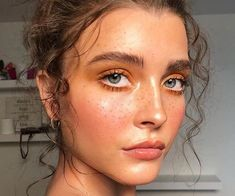 LA based company Freck Yourself has created a kit to give you fake freckles. Cute Makeup, Glam Makeup, Simple Makeup, Natural Makeup, Beauty Makeup, Hair Makeup, How To Draw Freckles, Faux Freckles Makeup, Fake Freckles
