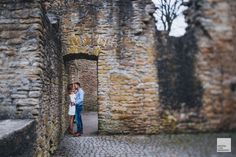 Was für ein unvergessliches und wunderschönes Verlobungsshooting in Dortmund  #engagementshoot #engagementphotos #verlobungsfotos #paarfotos #hochzeitsfotograf #syburg #dortmund #winterfotos #frühlingsfotos #burg