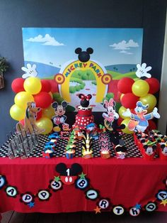 How to make Mickey Mouse Clubhouse Charactor Centrepieces, Free Party Printables | Cakecrusadersblog.com