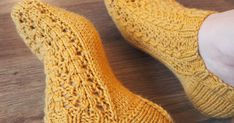 Tykkään käyttää kotona matalavartisia villasukkia. Jokusen parin olenkin vuosien varrella neulonut, mutta tämä taitaa olla t... Crotchet, Knitting Socks, Knit Socks