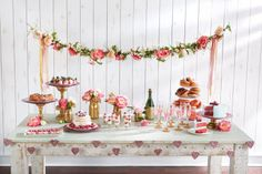 Girls' Party: Floral Garland, large