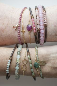 Diy Jewelry Ideas : leather gem bracelets III -Read More – Leather Jewelry, Boho Jewelry, Jewelry Crafts, Beaded Jewelry, Jewelery, Jewelry Bracelets, Jewelry Accessories, Jewelry Design, Leather Bracelets