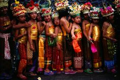 Bali children in traditional costume - too adorable!