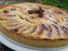 Tarte aux pommes et carambar – Les recettes de mimi Healthy Vegetarian Pasta Recipe – One Pot Pasta Primavera. Desserts With Biscuits, No Cook Desserts, Dessert Recipes, Tart Recipes, Relleno, Coco, Bakery, Food And Drink, Yummy Food