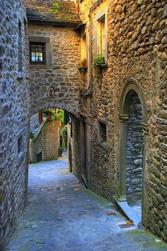 Rua medieval, Toscana, Itália