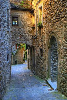 Medieval Street, Toscana, Italia foto a través de Toscana