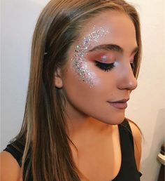 Party, festival and carnaval makeup ideas. Glitter highlighter makeup look makeup, Glitter highlighter makeup look Party, festival and carnaval makeup ideas. Glitter highlighter makeup look makeup, Glitter highlighter makeup look … Glitter Carnaval, Make Carnaval, Music Festival Makeup, Festival Makeup Glitter, Festival Glitter Ideas, Makeup Inspo, Makeup Inspiration, Beauty Makeup, Makeup Ideas