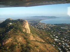 flying over castle hill in pretty townsville coming in to land 04. #castlehill #townsville #australia #flying