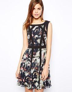 Bild 1 von Karen Millen – Kleid mit Farbklecksmuster