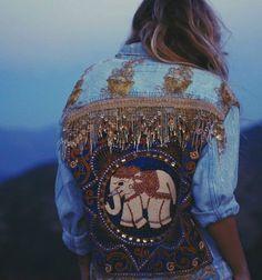 Ideas originales para darle un giro total a una denim jacket que todas tenemos. #KenaTrends #DIY