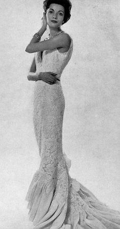 Pierre Balmain 1958. model Helen Delrieu Vintage Gowns, Mode Vintage, Vintage Ladies, Vintage Outfits, Vintage Woman, Pierre Balmain, Vintage Glamour, Vintage Beauty, Vintage Designs