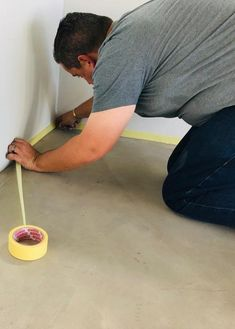 Protective top coat for cement-based & self-levelling screeds. Interior use, abrasion chemical resistant floor paint.