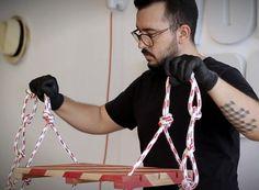 Com materiais simples e fáceis de encontrar, o designer Paulo Biacchi, da Fetiche Design, ensina a fazer objetos que poderiam estar à venda em qualquer loja de decoração. No vídeo a seguir, aprenda a fazer um balanço para tornar qualquer ambiente da sua casa mais divertido
