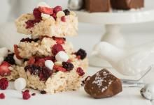 Merisuola-suklaafudget | Koti ja keittiö Rice Crispy Treats, Krispie Treats, Rice Krispies, Cereal, Koti, Breakfast, Desserts, Breakfast Cafe, Tailgate Desserts
