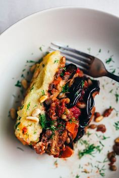 An incredibly savory and comforting, vegan moussaka recipe, with layers of silky eggplant, veggies and lentils, covered by a crispy layer of mashed potatoes. Veggie Recipes, Whole Food Recipes, Cooking Recipes, Healthy Recipes, Dinner Recipes, Vegan Lentil Recipes, Cheap Recipes, Dinner Ideas, Simple Recipes