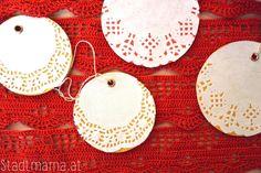 Weihnachtsbaumschmuck basteln mit Kindern Creative Kids, Kids Christmas, Crochet Earrings, Homemade Christmas Decorations, Poinsettia, Craft Tutorials