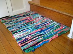 recycled t-shirt rug.. Now where can I find out how to make it!?