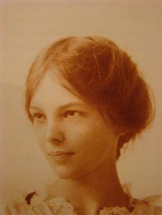Amelia Earhart at sixteen, St. Paul Schools, Minnesota, 1914 (first female aviator) Amelia Earhart, Amelie, Famous Women, Famous People, Minnesota, Portraits, Interesting History, Before Us, Power Girl