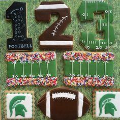 Cupcakes decoration football sugar cookies 41 Ideas for 2019 Football Cookies, Fall Cookies, Iced Cookies, Cute Cookies, Royal Icing Cookies, Cookies Et Biscuits, Football Sugar Cookies Royal Icing, Football Desserts, Football Parties