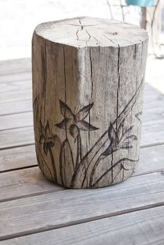 paradis express: Driftwood Lily Garden Stump Stool - Rebel Without Applause Wood Burning Tool, Wood Burning Patterns, Stump Table, Tree Trunk Table, Lily Garden, Deco Nature, Wood Burner, Garden Crafts, Yard Art