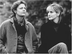 Susan Sarandon and Julia Roberts in Stepmom directed by Chris Columbus, 1998 Best Fall Movies, The Fall Movie, Good Movies To Watch, Great Movies, Stepmom 1998, Stepmom Movie, Eric Roberts, Michael Collins, Romantic Movies