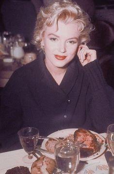 20 фотографий, на которых Мэрилин Монро не смогла скрыть грусть - Как Зачем?