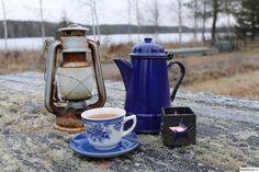 mökki,sininen,emalikannu,kahvikuppi,kynttilä,itsenäisyyspäivä,sinivalkoinen,lyhty,ruostunut,tähti