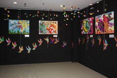 Aynı katta ikinci ve üçüncü sınıf öğrencilerinin sanat kili Goodwin ile yaptıkları üç boyutlu çalışmalar da barışın kuşları adlı tema ile sergilenmektedir. Seramik Kulübü öğrencilerinin de yıl boyunca yaptıkları çalışmaların örnekleri  -1 sergi alanında bulunmaktadır.