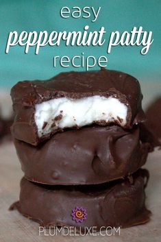 If youve ever been interested in making your own candies this easy peppermint patty recipe is a great place to start. - Candy - Ideas of Candy Chocolate Candy Recipes, Fudge Recipes, Baking Recipes, Cookie Recipes, Dessert Recipes, Chocolate Candies, Easy Peppermint Patty Recipe, Peppermint Candy, Homemade Peppermint Patties