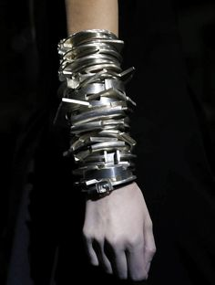 Ann Demeulemeester Ready to Wear Autumn Winter 2014 Paris Jewelry Art, Silver Jewelry, Jewelry Accessories, Fashion Accessories, Jewelry Design, Fashion Jewelry, Jewelry Ideas, Jewellery, Bangle Bracelets