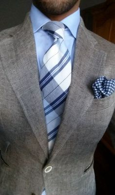Patterned Suits To Dress Up Your Groom's Look grays and blues.grays and blues. Sharp Dressed Man, Well Dressed Men, Mens Attire, Mens Suits, Grey Suits, Dapper Suits, Suit Fashion, Look Fashion, Grey Fashion