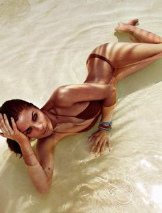 The Incomparable Helena – Supermodel Helena Christensen proves that sexy is ageless with the May cover story of Elle Spain