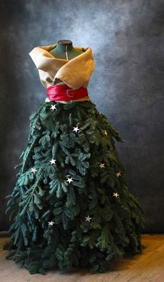 Are we amazed at this burlap, chicken wire, and evergreen creation? 'Fir' sure.