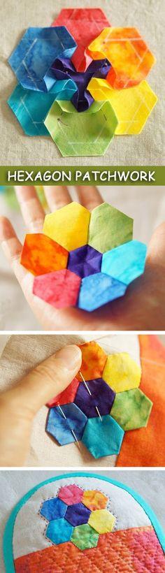 patchwork hexagons tutorial http://www.handmadiya.com/2015/09/zipper-cosmetic-bag-tutorial-patchwork.html