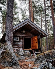 The clearest way into the Universe is through a forest wilderness. John Muir What do you think of this cabin? Tiny House Cabin, Log Cabin Homes, Log Cabins, Forest Cabin, Forest House, Cabana, Cabin In The Woods, Cabins And Cottages, Small Cabins