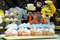 Com bolo e doces decorados da Sweet Carolina e comidinhas do Addad Franco, a festinha do Raul ficou uma graça. Vem ver as fotos!
