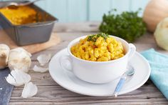 Sweet potatoes make a surprisingly smooth and creamy sauce that's delicious and healthy as can be. Enjoy our vegan sweet potato mac and cheese recipe today! Forks Over Knives, Clean Eating, Healthy Eating, Vegetarian Recipes, Healthy Recipes, Alkaline Recipes, Healthy Meals, Healthy Food, Vegan Mac And Cheese