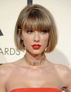 Taylor Swift Stacked Bob With Blunt Bangs ❤ If you are in search for nice short haircuts, which can highlight your look, we have the best selection of 65 hottest haircuts for women. Short Bobs With Bangs, Bobs For Thin Hair, Bob Haircut With Bangs, Bob Hairstyles With Bangs, Short Hair Cuts For Women, Short Hair Styles, Short Cuts, Short Bob Bangs, Short Bob With Fringe