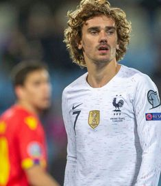 Antoine Griezmann, Football Wallpaper, Fc Barcelona, Football Players, Crushes, Graphic Sweatshirt, Wallpapers, Board, Sports