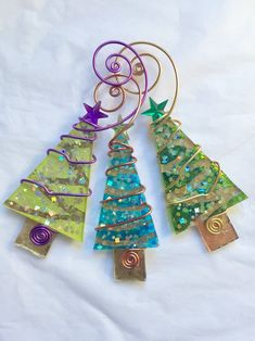 Lime Green and Gold Christmas Tree with Wire Wrapping Glass Ornament Lime Green and Gold Christmas Tree with Wire Wrapping Glass Ornament Lime Green and Gold Christmas Tree with Wire Wrapping Glass Ornament Etsy - Glass Christmas Decorations, Stained Glass Christmas, Gold Christmas Tree, Christmas Ornament Crafts, Christmas Crafts, Ornament Tree, Christmas 2016, Xmas, Etsy Christmas